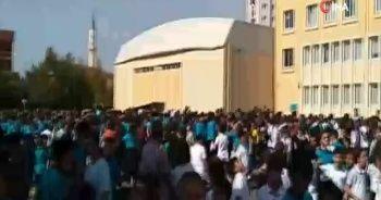 İstanbul'da deprem paniği! Okullar boşaltıldı, vatandaş sokağa döküldü