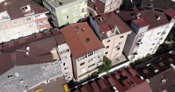 Kağıthane'de bina yan yattı