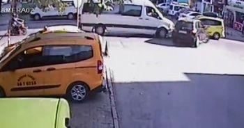Otomobil, öğrenci servisine böyle çarptı