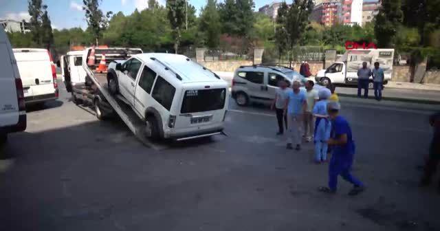 Sultangazi'de park halindeyken kaymaya başlayan araç 7 araca çarptı