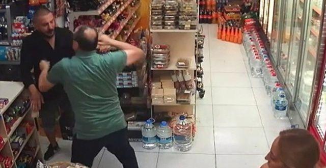 Market sahibi para çalan hırsızı döverek durdurdu