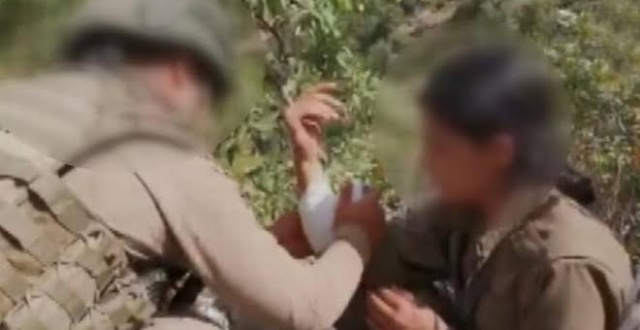 Mehmetçikten teslim olan kadın teröriste şefkat eli