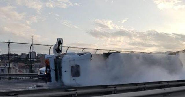 Oksijen yüklü tankerin devrilme anı kamerada