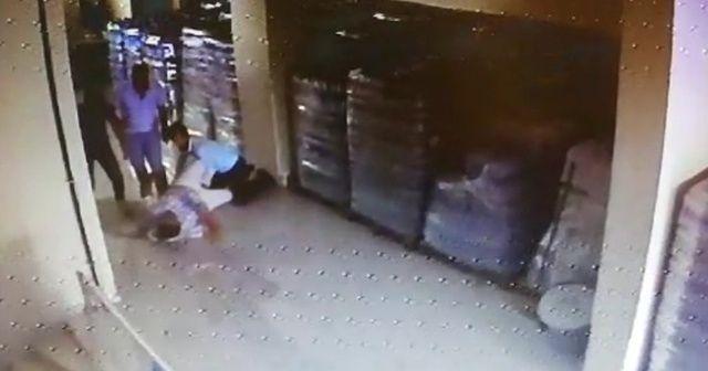Servis sürücüsünü sopayla dövdüler: Dehşet anları kamerada