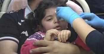 3 yaşındaki küçük kız makyaj malzemesi sandığı yapıştırıcıyla gözlerini yapıştırdı