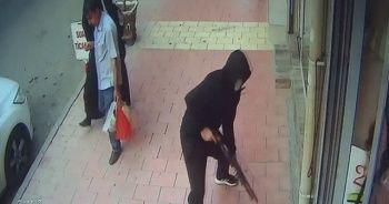 Kaldırımda silahlı saldırıya uğradı, o anlar güvenlik kameralarına yansıdı