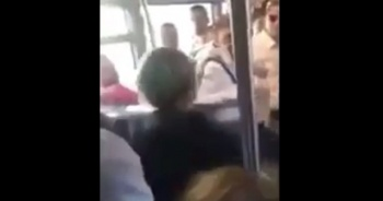 Metrobüste tekme tokat kavga ettiler!
