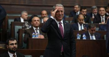 Milli Savunma Bakanı Akar'da asker selamı