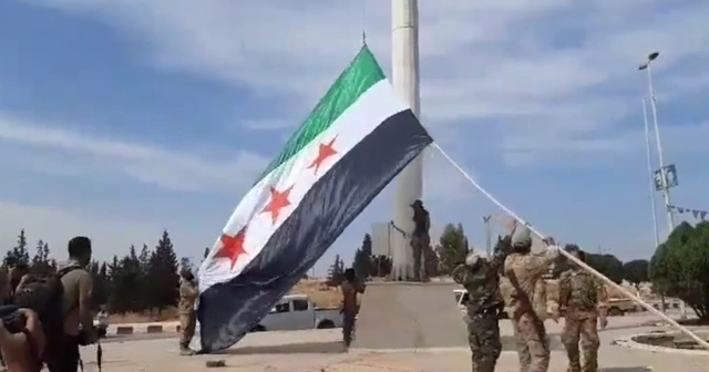 Tel Abyad'ta Suriye Milli Ordusu bayrağı çekildi