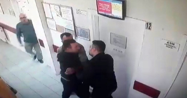 Annesinin kimliği ile ilaç yazmayan doktoru dövdü