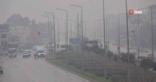 Hatay'da yoğun sis hayatı olumsuz etkiledi
