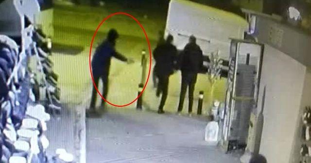 Kaldırımda bekleyen adamı bacağından vurdu