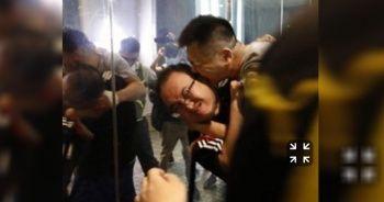 Bıçakla 6 kişiyi yaraladı, bir göstericinin ise kulağını ısırarak kopardı