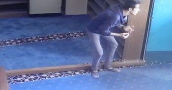 Camiyi soyan hırsızlar yakalandı