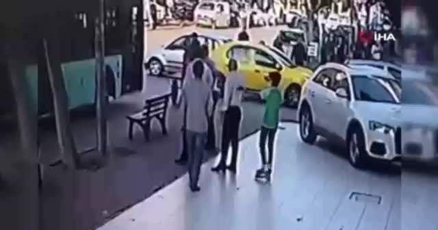 Otobüs şoföründen patenli çocuğa dayak