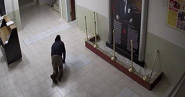 Hırsız dışarıdan görünmemek için emekleyerek üst kata çıktı