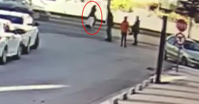 Koşarak karşıya geçerken otomobil çarptı