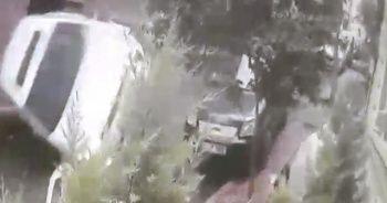 Beyoğlu'nda bir otomobil sokak içerisinde takla attı: 1 yaralı
