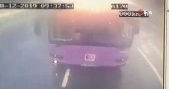 İETT otobüsü başka bir otobüse arkadan çarptı