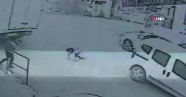 İzmir'de yürekleri ağza getiren olay! Küçük kız ölümden döndü