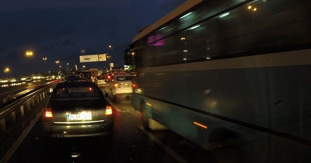 İstanbulluların trafik çilesi araç kamerasıyla kaydedildi