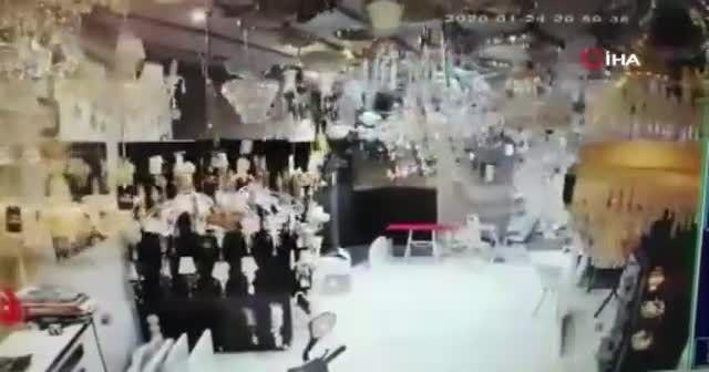 Elazığ depreminin şiddetini gösteren en net görüntüler