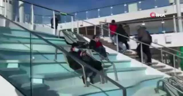 İtalya'da karantinaya alınan yolcu gemisinden ilk görüntüler