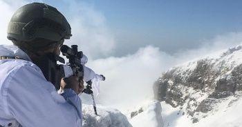 Mehmetçik kar altında görevinin başında