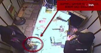 Müşteri kılığında girdiği kuyumcuyu biber gazıyla soydu