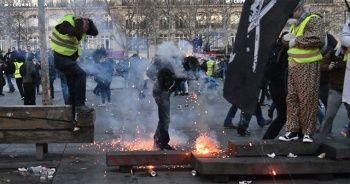 Polisler darp ettikleri göstericiden şikayetçi oldu