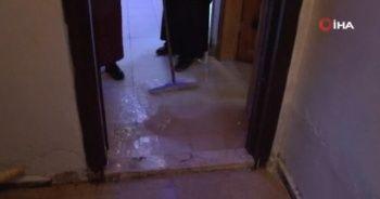 Sultangazi'de şiddetli yağış nedeniyle birçok evi su bastı