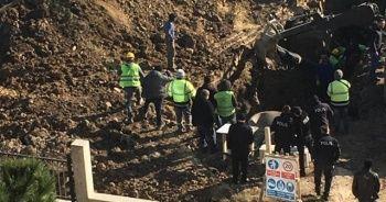Toprak altında kalan işçilerin kurtarılma anına dair görüntüler ortaya çıktı