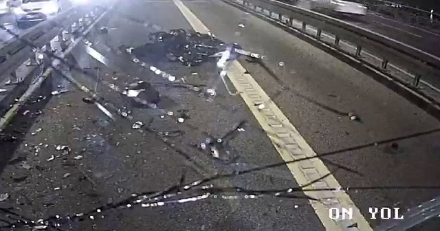 Metrobüsle çarpışan motosikletli hayatını kaybetti