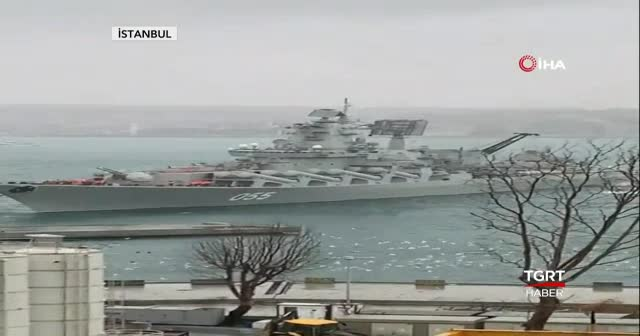 Rus savaş gemisi, İstanbul Boğazı'nda kıyıya sürüklendi