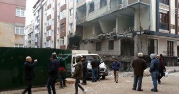 Bahçelievler'de yıkılan binada güvenlik önlemleri alındı