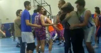 Basketbol maçında hakemlere tekmeli yumruklu saldırı