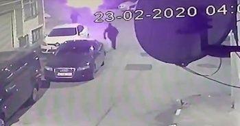 Gece yarısı maskeli kişiler 9 aracı kundakladı