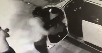 Husumetlisini taksiye binerken böyle vurdu