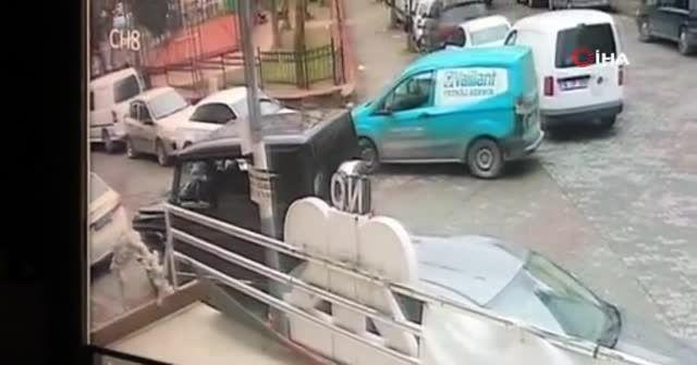 İstanbul'da güpegündüz silahlı saldırı! O anlar kamerada