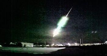 Meteor roket şeklinde düştü