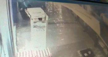 Otomobil iş yerinin duvarına çarptı