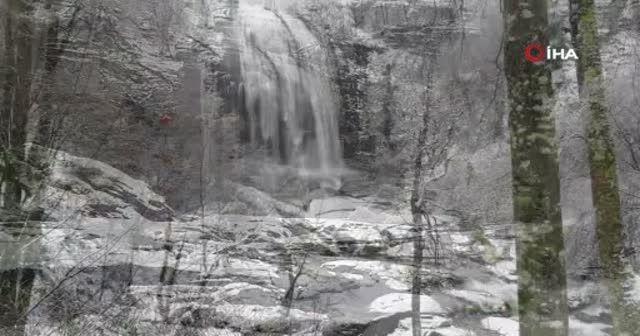 Suuçtu Şelalesi'nin karla birlikte muhteşem güzelliği