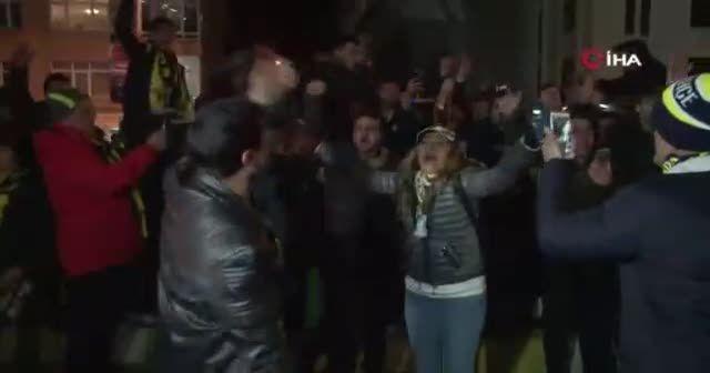 Taraftarlar Ali Koç'u istifaya çağırdı