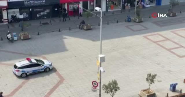 İstanbul'da polisten megafonla korona virüse karşı 'evde kalın' çağrısı