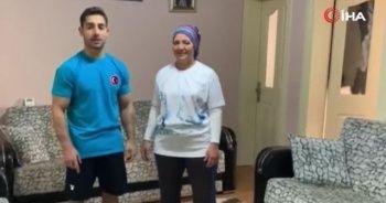 Milli cimnastikçi İbrahim Çolak, çalışmalarını annesiyle sürdürüyor