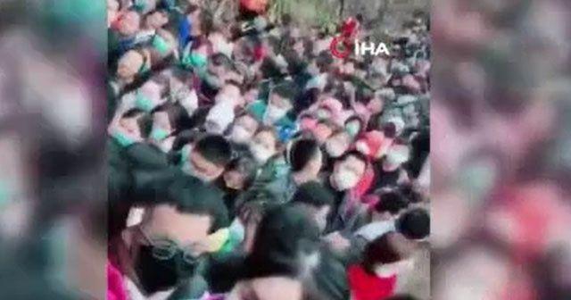 Çin'de yasaklar gevşetildi Çinliler parkalara akın etti