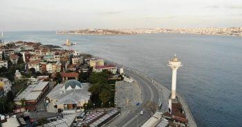4 günlük sokağa çıkma kısıtlaması nedeniyle Üsküdar Meydanı boş kaldı