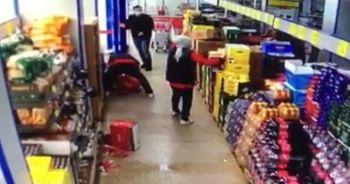 Maskesiz markete giren müşteri, personel tarafından uyarılınca ortalığı birbirine kattı