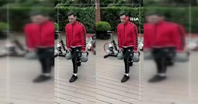 Mesut Özil çalışmalarını sürdürüyor