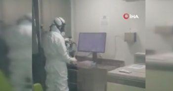 Prof. Dr. Ovalı, koronavirüse karşı laboratuvarda karantina altında aşı çalışmalarını yürütüyor